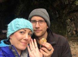 Elle a porté sa bague de fiançailles pendant un an sans le savoir