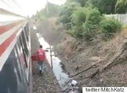선로에 발이 묶인 기차에서 피자를 주문해봤다(동영상)