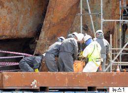 세월호 3층 객실, 사람 형태 유골 발견됐다