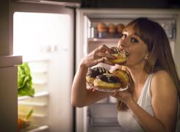 لماذا تُسبب السكريات زيادة الوزن؟.. هكذا تُخلص جسمك من أثرها السيئ