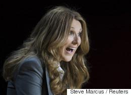 Céline Dion a une astuce plutôt aguicheuse pour faire tenir son micro