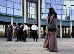 النمسا تحظر النقاب.. هذا ما سيحدث مع اللاجئين.. وهكذا تعاملت السعودية مع القرار