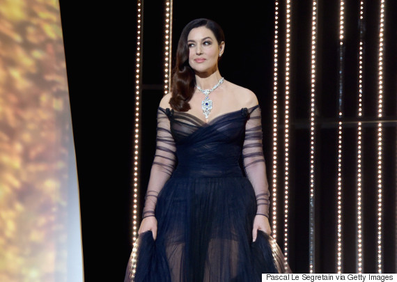 festival de cannes monica bellucci d voile un sein pendant son discours d 39 ouverture vid o. Black Bedroom Furniture Sets. Home Design Ideas