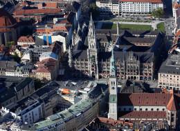 Mann zündet sich auf Münchner Marienplatz an und stirbt