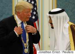 Accueil royal et méga-contrat d'armements pour Trump en Arabie