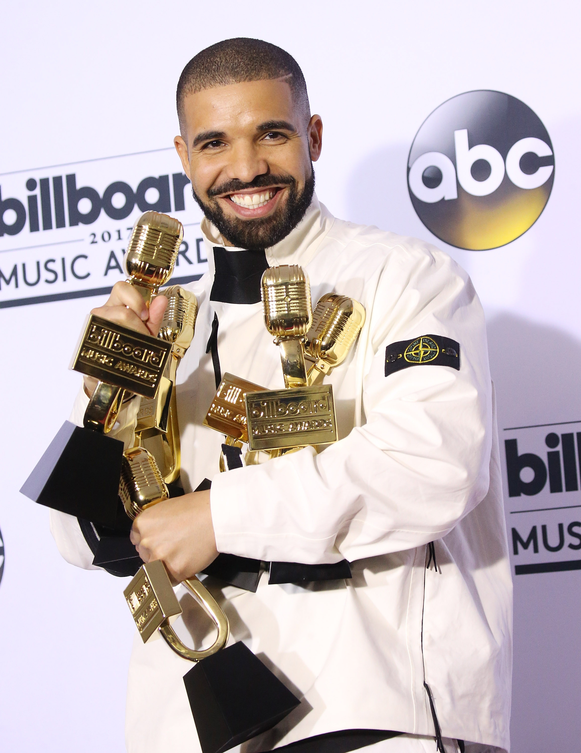 Drake revels in his winning-ness backstage at the Billboard Music Awards in Las Vegas