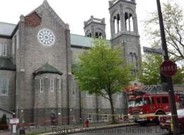 Une partie de mur de l'église Saint-Sacrement s'effondre