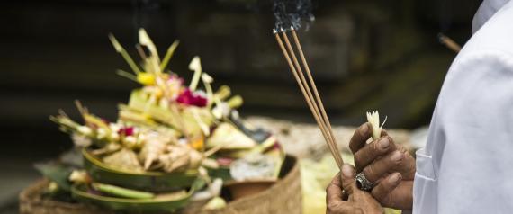 ما بعد الموت.. كيف وضع البشر في الديانات المختلفة تخيُّلاتهم لهذه الرحلة؟