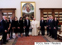 Η οικογένεια Άνταμς στο Βατικανό. Όταν ο Πάπας «έπαθε» θείο Φέστερ