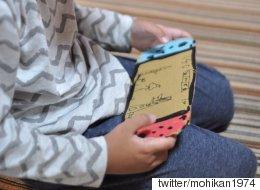 종이 게임기를 갖고 놀던 아이가 진짜 게임기를 받았을 때의 표정