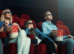 الفُشار ليس التسلية الوحيدة أثناء مشاهدة الأفلام.. سينما بطعم النمل المحمص والحبار المجفف!