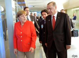 Erdogan spricht Merkel beim Nato-Gipfel auf die