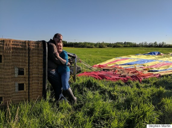 Hot air balloon crashes moments after proposal; fiancé calls it 'awesome'