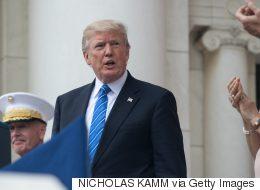 Memorial Day: Trump gigote et chante fort pendant l'hymne national (VIDÉO)