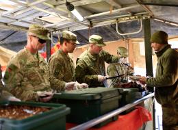 للعسكريين الفضل في اكتشاف الخميرة وإطالة مدة صلاحية الطعام.. هكذا غيَّرت الجيوش وجباتنا الغذائية