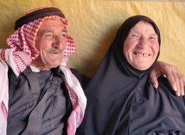 بعد 65 عاماً من الارتباط.. زوجان يتبادلان الغزل!