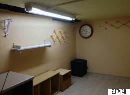 대학생들이 학교 청소노동자 휴게실을 리모델링했다(사진)