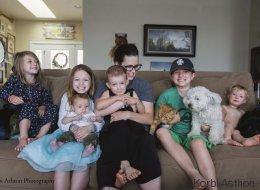 Mit diesen Fotos zeigt eine Mutter die ungeschönte Wahrheit über den Alltag mit sechs Kindern