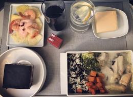 وجبات الطائرة بلا طعم.. هذه حيل الطهاة لجعل مذاقه أفضل