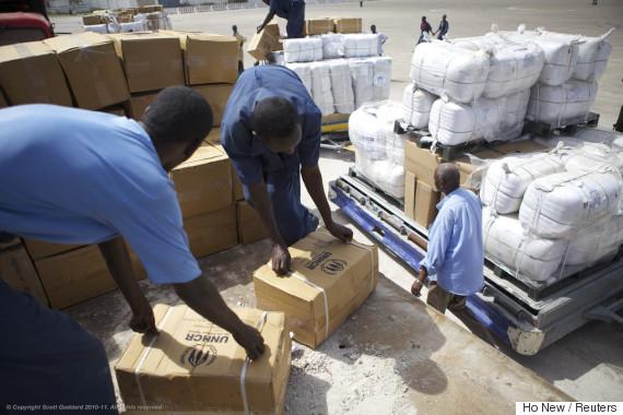 somalia distribute aid