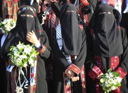 طرق جديدة تطغى على عادات المجتمع بغزة.. مواقع بالإنترنت للراغبين في الزواج من الأرامل وزوجات ضحايا الحروب