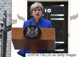 Privée de sa majorité absolue, May reconduit son gouvernement
