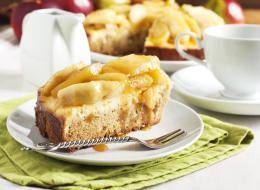 تُقدَّم ساخنة أو باردة.. إليك وصفة كيك التفاح بالكراميل