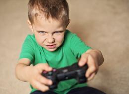 عنف طفلك ليس صدفة.. كيف تتعاملين مع سلوكياته الحادة؟
