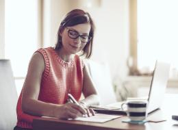 هل تبحث عن قواعد الكتابة الجيدة؟ إليك 6 نصائح من أشهر كُتاب بريطانيا لتكتب بشكلٍ أفضل
