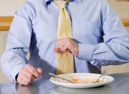 تناوَل إفطارك ولا تقلق من عسر الهضم.. هذه المشروبات تُخلِّصك منه