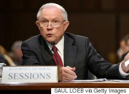 Jeff Sessions nie toute rencontre secrète avec des responsables russes