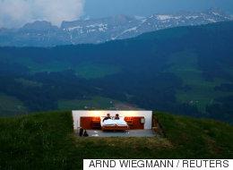지붕은 없어도 현대식 집사는 있는 스위스의 한 '호텔'