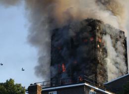 السكان قفزوا من المبنى هرباً من الموت.. قتلى في ليلة مروِّعة عاشتها لندن بعد احتراق برج مكون من 27 طابقاً