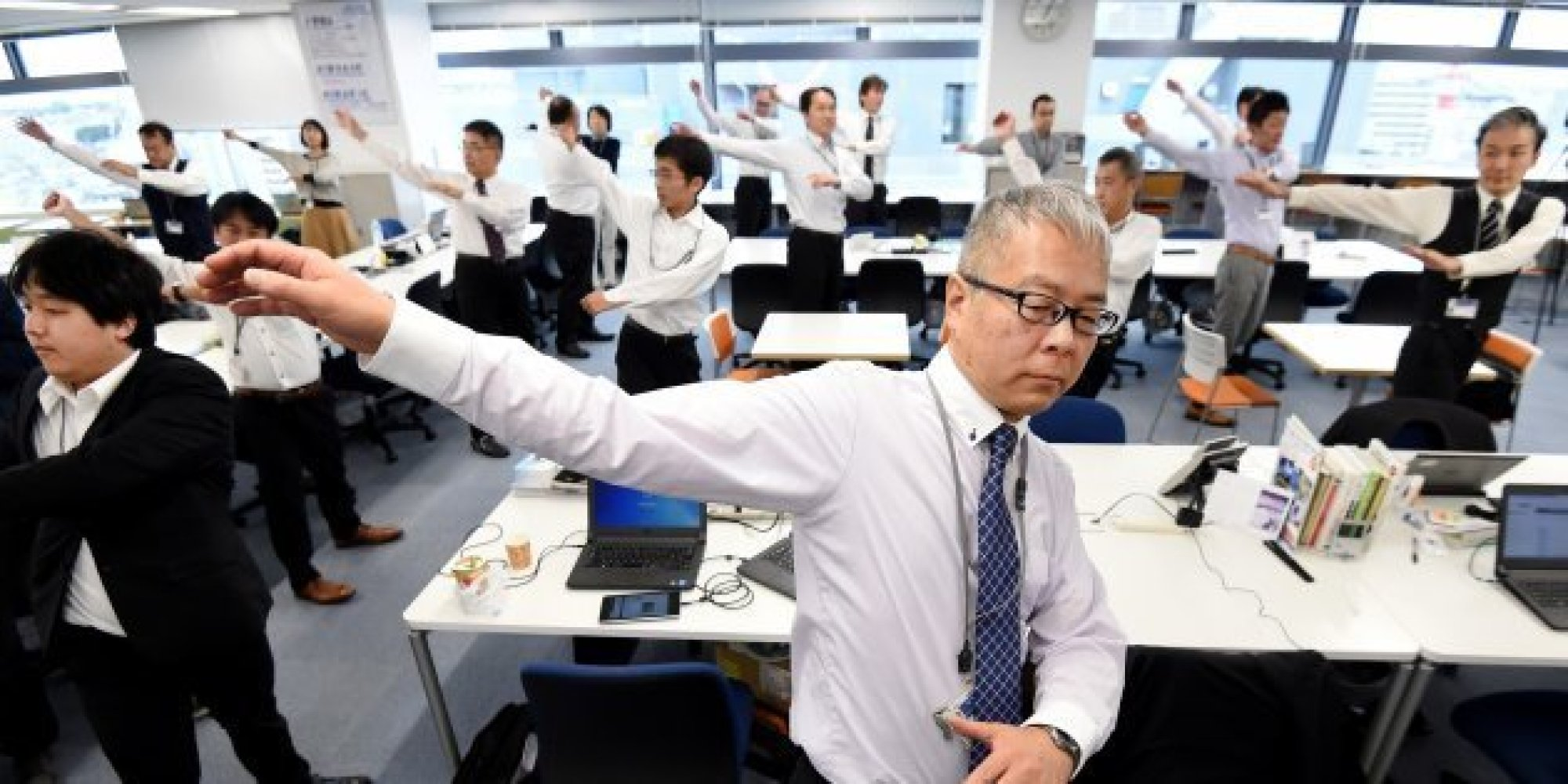 Au japon les entreprises encouragent la gym collective au for Bureau japonais