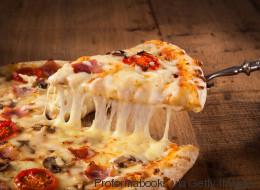 Να πώς να ξαναζεστάνετε σωστά την πίτσα (και δεν γίνεται ούτε στον φούρνο, ούτε στα μικροκύματα)