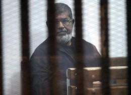 حياته مهددة.. هيومن رايتس ووتش توثق انتهاكات بالجملة بحق مرسي في سجون السيسي
