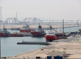 لن تحتاج للإمارات.. قطر للبترول تقدّم خدمة التزود بالوقود لجميع السفن المتجهة لموانئها