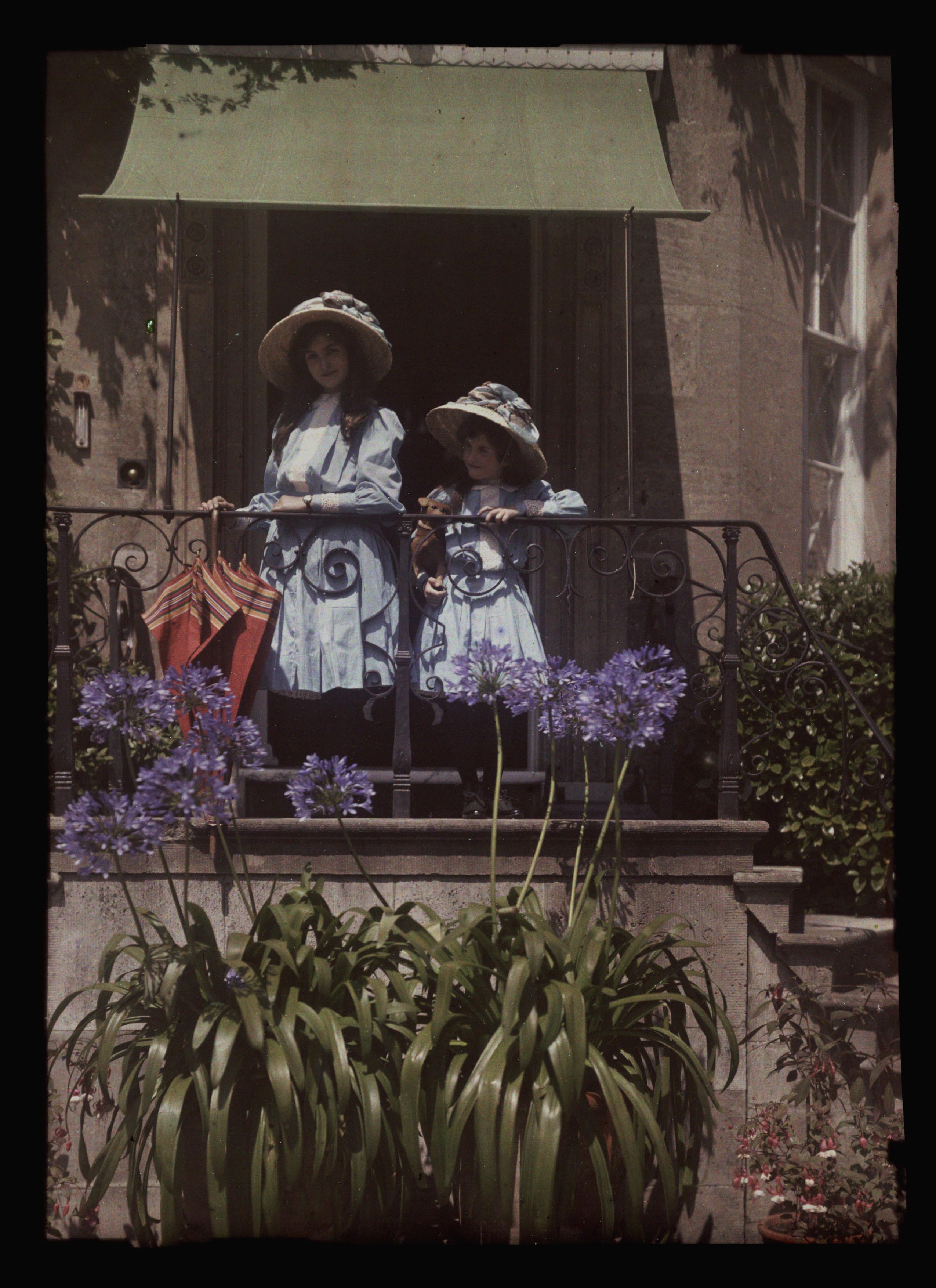 girls on balcony