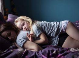 15 bewegende Fotos zeigen, wie Momente bedingungsloser Liebe zwischen Mutter und Tochter aussehen