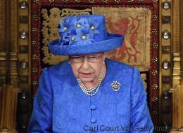 Internetnutzer rätseln: Will uns die Queen mit ihrem Hut eine geheime Botschaft zum Brexit senden?