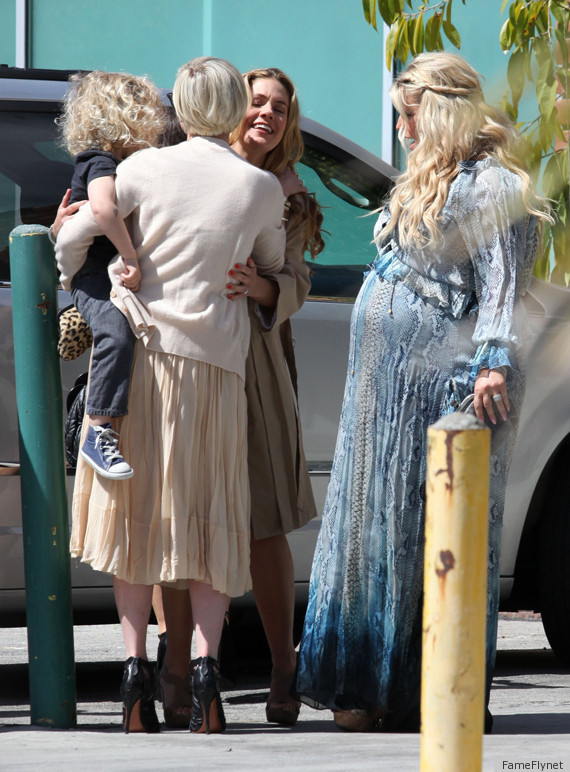 Jessica Simpson Baby Shower Star Opts For Blue Snakeskin
