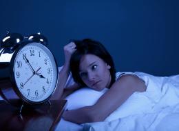 هل تواجه صعوبة في النوم بأول ليلة تبيت فيها خارج المنزل؟ لا تقلق هناك حلول