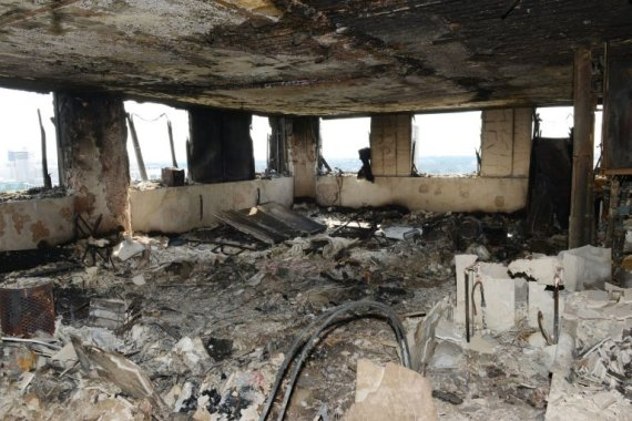 """42 جثة في غرفة واحدة ببرج لندن! بالصور: اكتشاف مكان وصفوه بـ""""المرعب"""" في حريق غرينفيل O-GHRYNFL-570"""