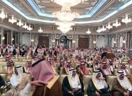 مسلمون يحتشدون بمكة لإحياء ليلة الـ27 من رمضان.. وسعوديون يتوافدون على قصر يطل على المسجد الحرام  لمبايعة ولي العهد