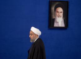 انتقادات حادة للرئيس الإيراني.. هكذا يوسِّع المرشد الأعلى الخلاف بينه وبين روحاني