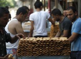 من يشتري الكعك مني؟.. مصريون مصدومون من أسعار الحلوى والملابس في أسواق العيد