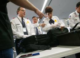 كيف تحمي بيانات أجهزتك الإلكترونية من التفتيش في المطارات؟ إليك دليلاً شاملاً