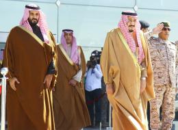 رويترز: الملك سلمان قد يتنازل عن العرش ليشرف على انتقال الحكم في المملكة إلى ابنه