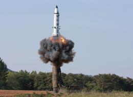 كوريا الشمالية تتجاهل تهديدات ترامب.. بيونغ يانغ تختبر محرك صاروخ تخشى أميركا أن يكون عابراً للقارات