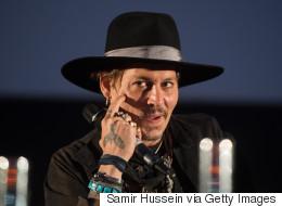 Κάποιος να μαζέψει τον Johnny Depp, ο οποίος κάνει αστεία με την δολοφονία του Trump